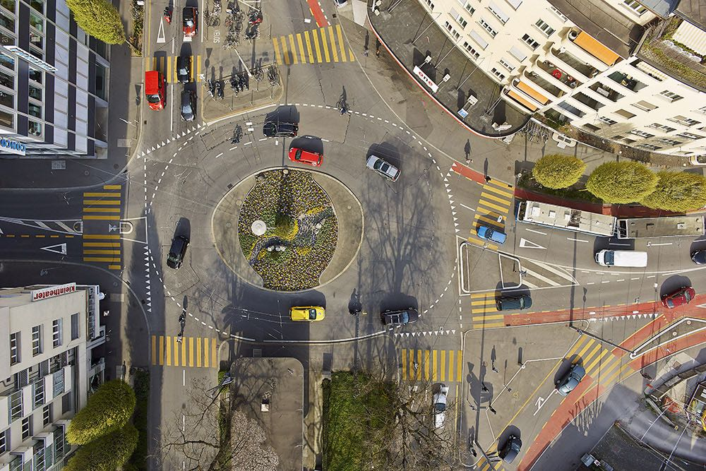 Der Bundesplatz scheint aus der Vogelperspektive oval. (Bild: Emanuel Ammon/AURA)