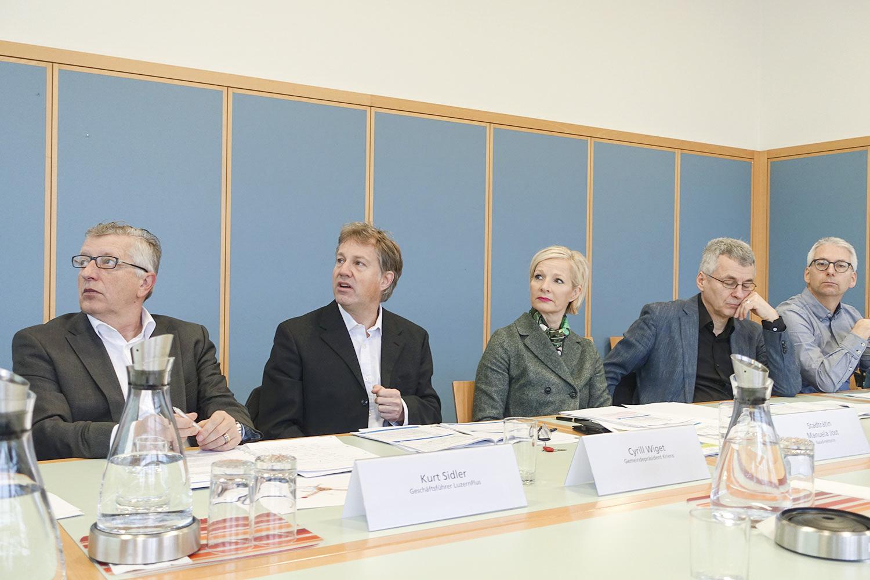 Kurt Sidler (Geschäftsführer LuzernPlus), Cyrill Wiget (Gemeindepräsident von Kriens) und Manuela Jost (Baudirektorin Luzern).