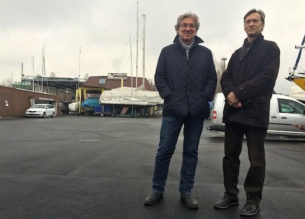 Die beiden Architekten Frieder Hiss (links) und Markus Heggli auf dem Technischen Sporn – ihrem Vorschlag für den Standort der Salle Modulable. (Bild: jav)