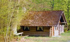 Eine Hütte im Krienser Hochwald.