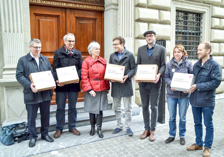 4714 Unterschriften gegen hohe Mieten: Die SP reicht ihre Initiative bei der Staatskanzlei ein.