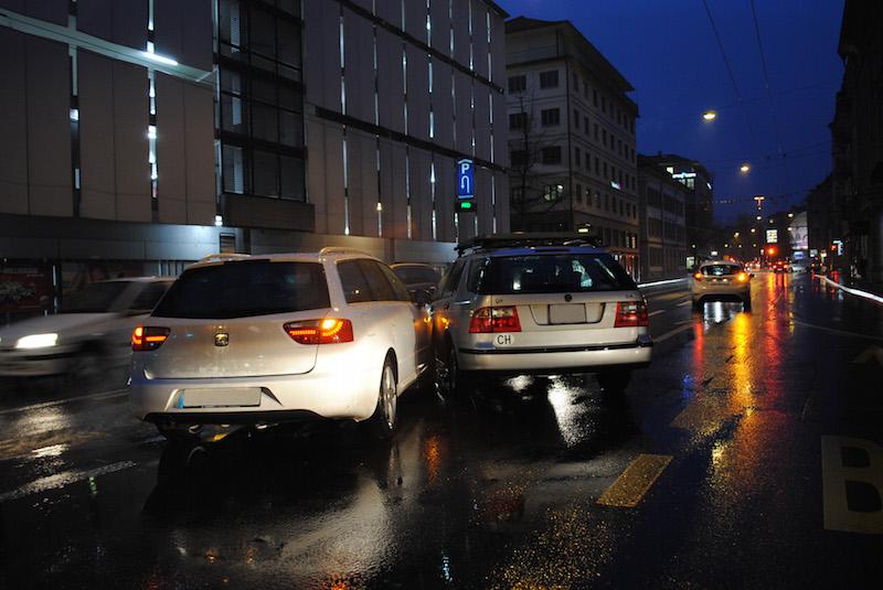 In Luzern kam es zu einer heftigen Kollision zwischen den beiden Fahrzeugen. (Bild: Luzerner Polizei)