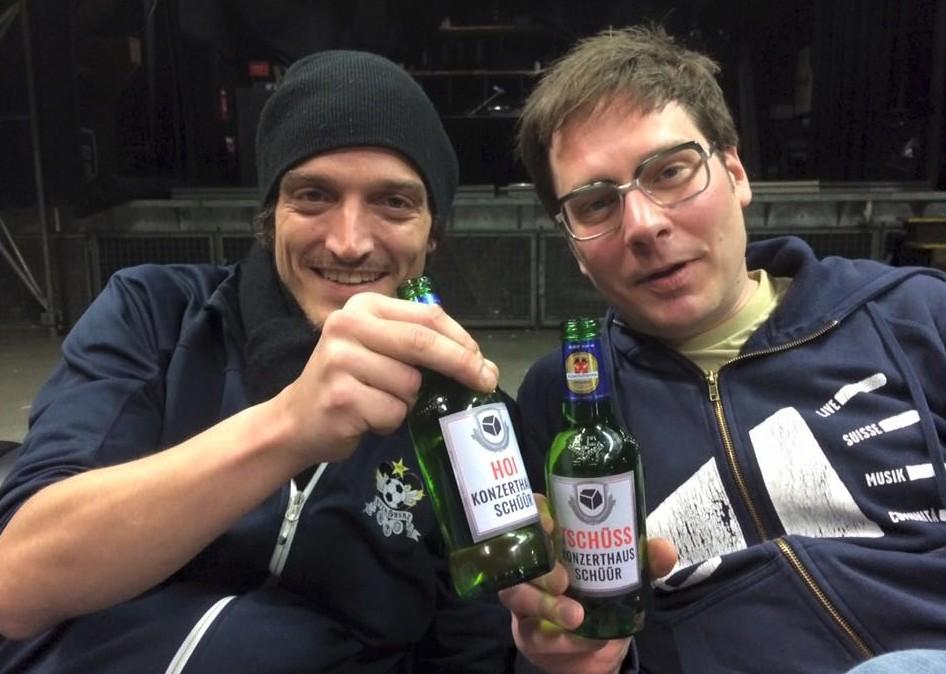 «Hoi» und «Tschüss»: Marco Liembd und Thomas «Gisi» Gisler stossen an.