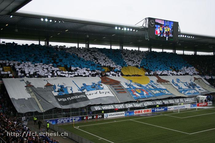 Die FCL-Fans sorgten mit einer wunderbaren Choreo vor dem Spiel für eine besondere Atmosphäre. Der Cupfinal 2007 gegen den FC Basel wurde durch ein Elfmetertor in der Nachspielzeit entschieden (Bild: Dominik Stegemann).