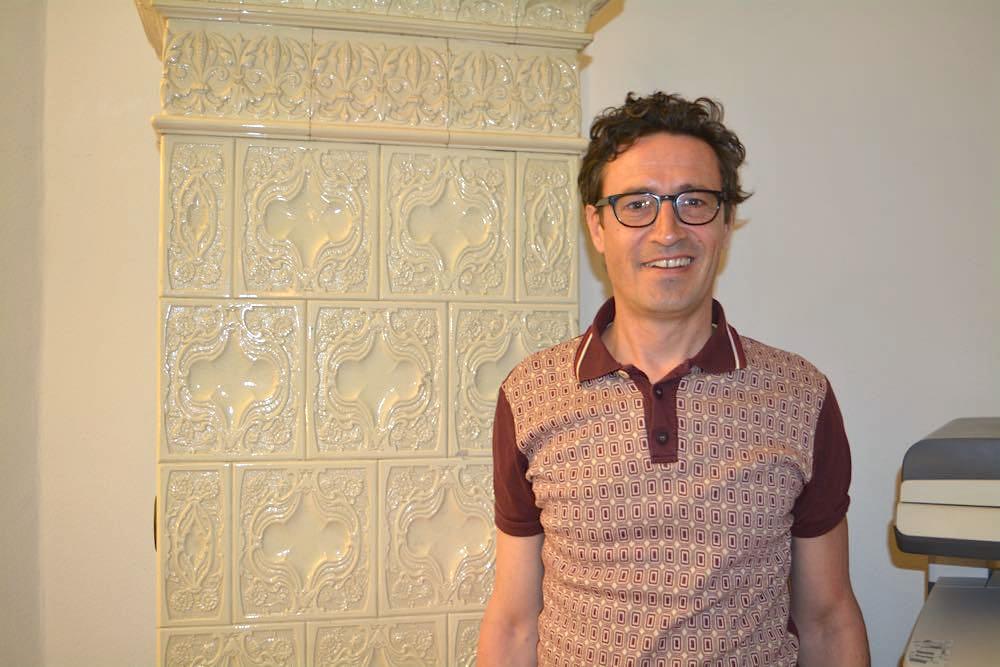 Der Wohn- und Arbeitsort des Luzerner Zukunftsforschers Georges T. Roos im Bruchquartier ist geschichtsträchtig. Besonders stolz ist Roos auf seinen Kachelofen.