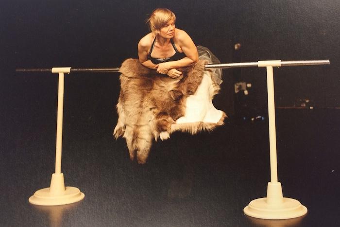 Kristina Brons in Beatrice Fleischlins Stück «mein törichter beweis von leidenschaft». (Bild: Bühnenlandschaften)