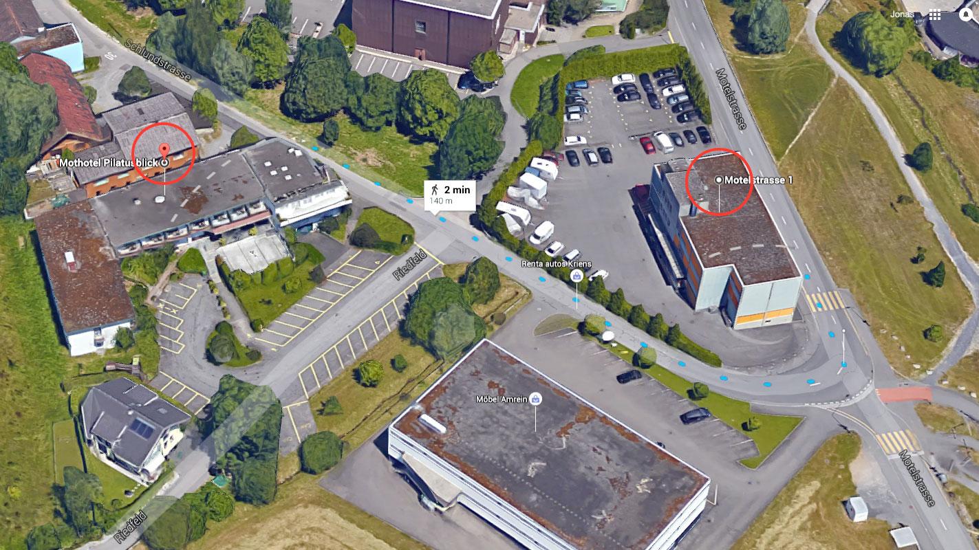 Links das Asylzentrum Pilatusblick, rechts das Gebäude mit der Moschee im Krienser Industriegebiet.