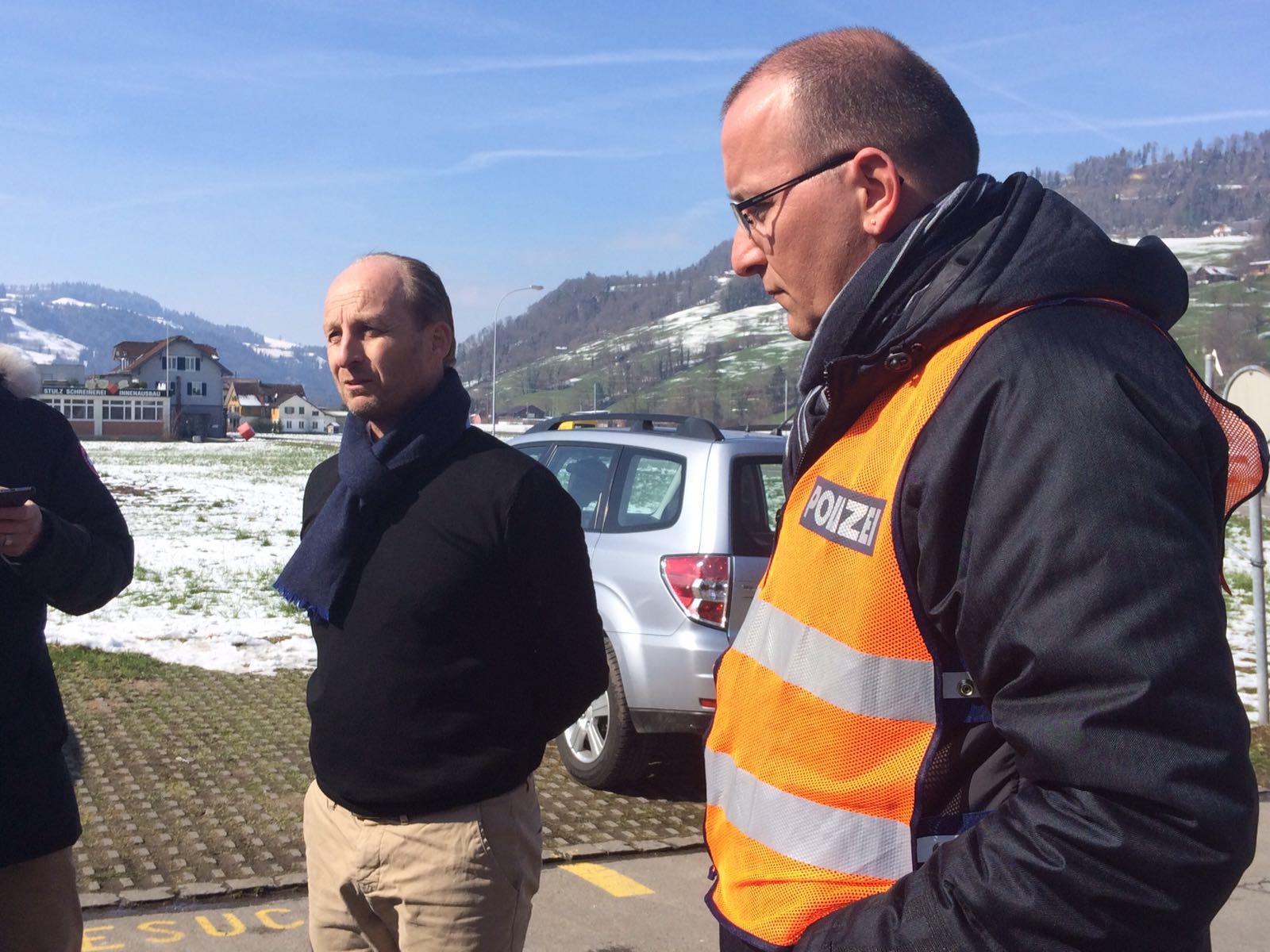 Urs Wigger, Sprecher der Luzerner Polizei, und Simon Kopp, Sprecher der Luzerner Staatsanwaltschaft, informierten die Medien vor Ort über den Ausgang des Polizei-Grosseinsatzes.