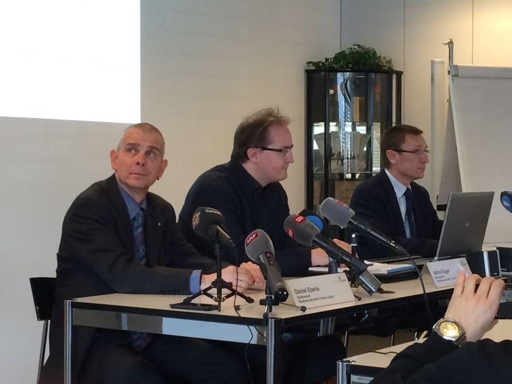 Es informierten (v.l.): Daniel Eberle, Staatsanwaltschaft Zürich, Adrian Gyger, Staatsanwaltschaft Luzern, und Adi Achermann, Kommandant der Luzerner Polizei.