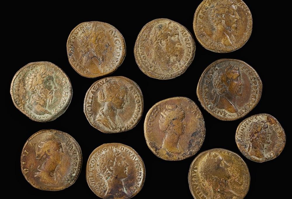Abb. Ibikon: Eine Auswahl von Münzen aus dem Schatzfund von Risch-Ibikon.