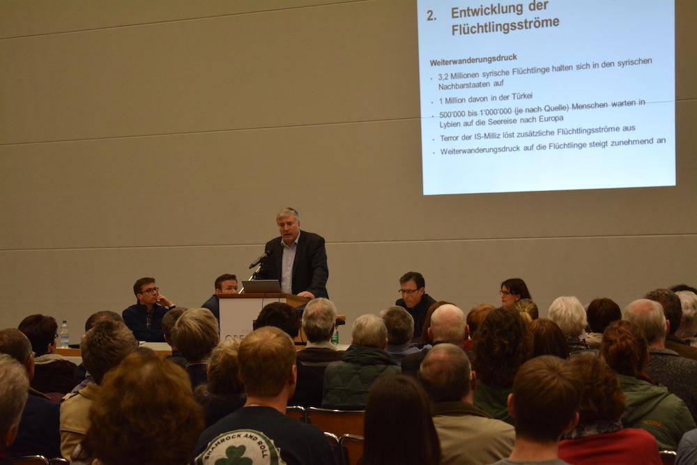 Gespannt lauschten die Besucher den Ausführungen des Luzerner Asylkoordinators Ruedi Fahrni.