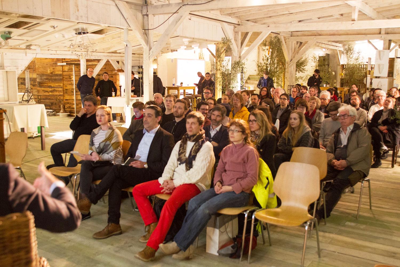 Grosser Publikumsaufmarsch am Podium an der Industriestrasse. (Bild: Beat Blättler)