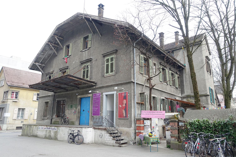 Dieses Gebäude bleibt stehen und soll eine Beiz erhalten: Die Industriestrasse 9 mit dem Figurentheater.