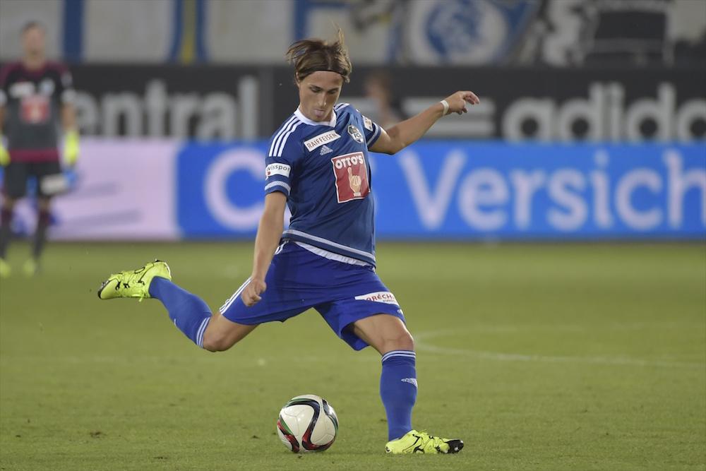 Hekuran Kryeziu am Ball im Spiel gegen den FC St. Gallen (Bild: Martin Meienberger).