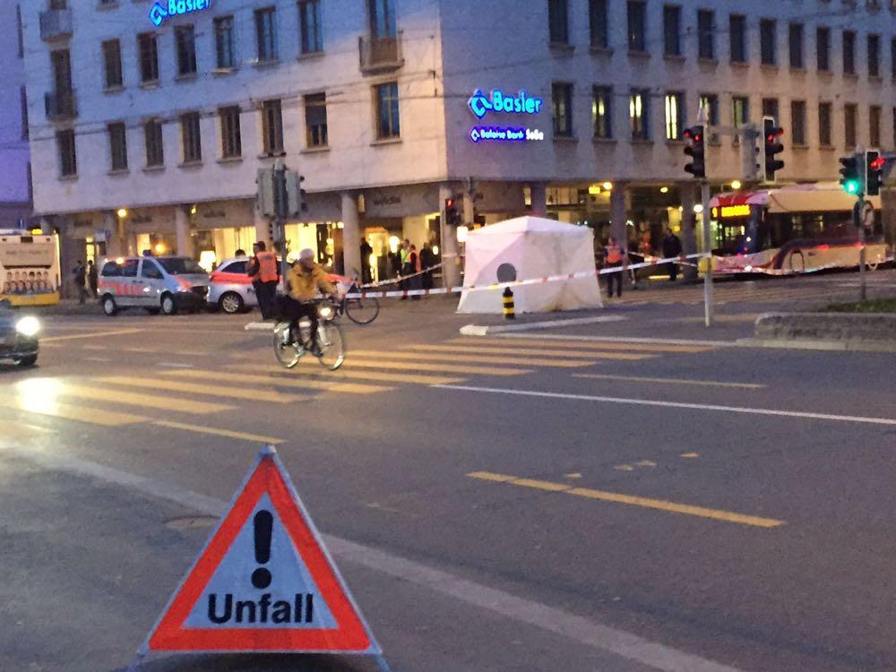 Am Donnerstag erreignete sich am Schweizerhofquai ein schwerer Unfall: Eine junge Velofahrerin kam dabei ums Leben.