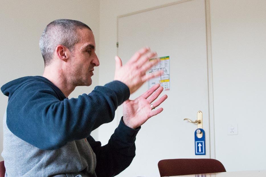 Unterkunftsleiter Patrick Klausberger erklärt den Betrieb.