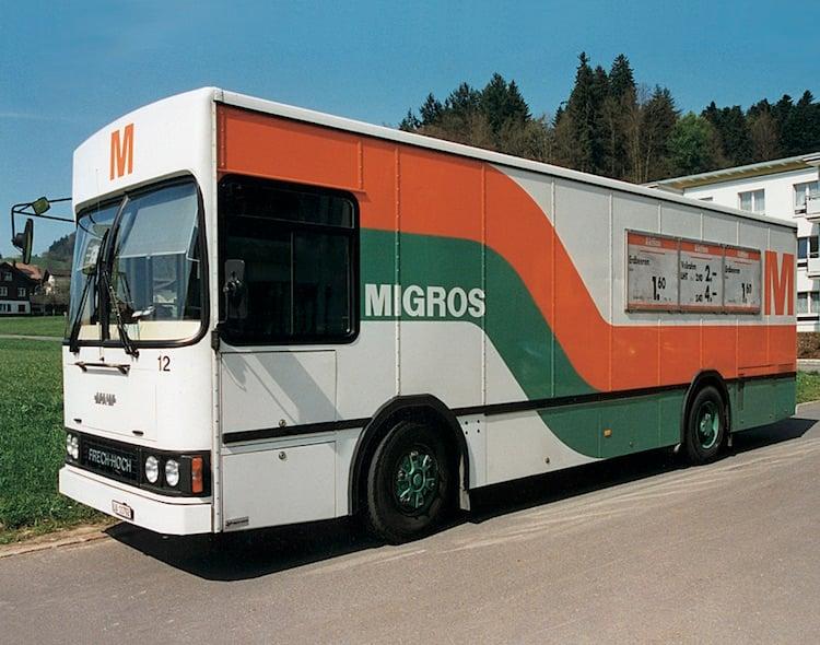Der neu konzipierte Migros-Verkaufswagen ging in Luzern ab 1984 auf Tour.