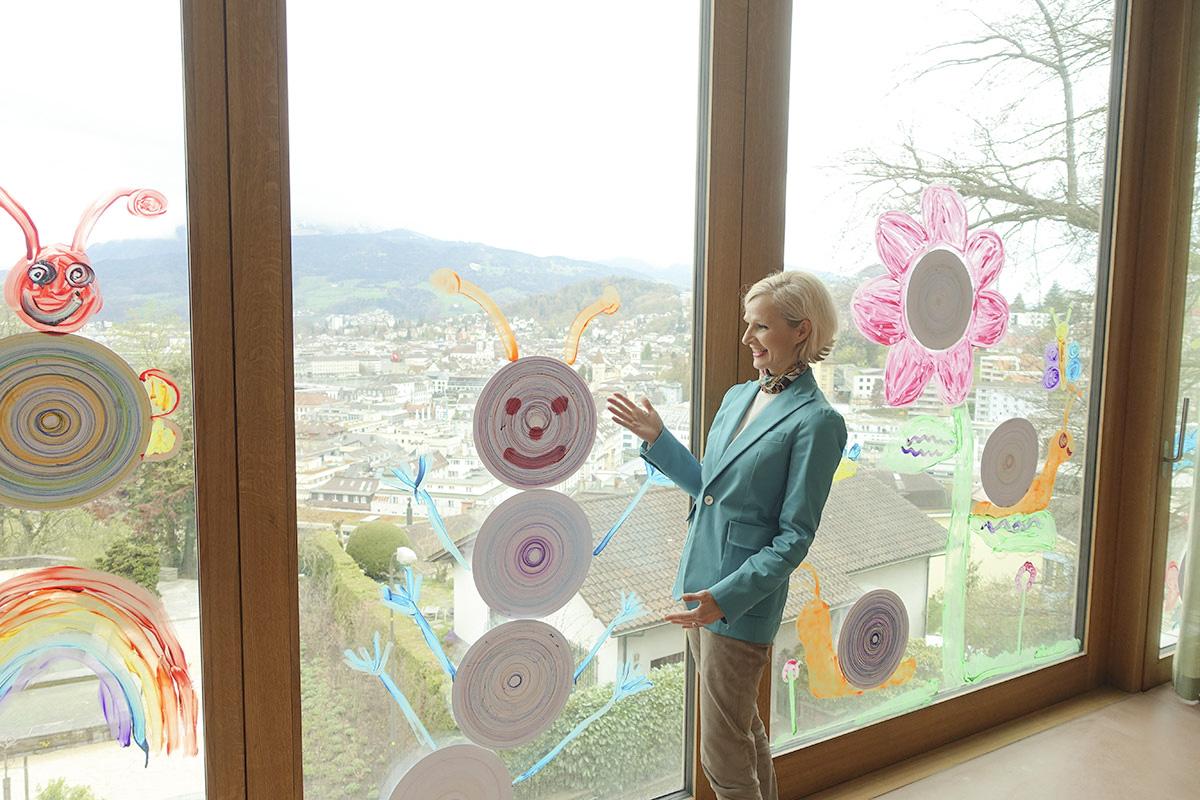 Kinder haben den Neubau beim Felsberg-Schulhaus schon zu ihren Gunsten gestaltet.
