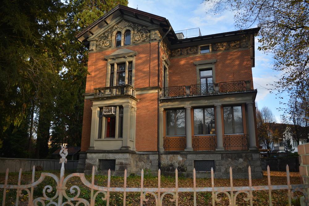 Die leerstehende Villa an der Obergrundstrasse 101 muss erhalten bleiben – und wird im Sommer saniert