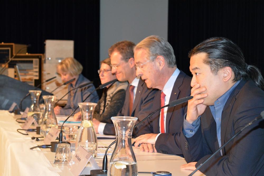 Standen im Südpol Red und Antwort: Tateo Nakajima (arup), Hubert Achermann, Reto Wyss und Ursula Stämmer.