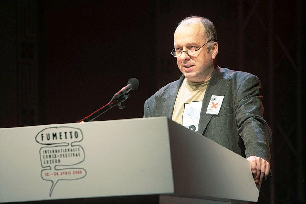 Vereinspräsident Niklaus Zeier spricht an der Fumetto-Eröffnung 2006. (Bild: Natalie Boo/AURA)