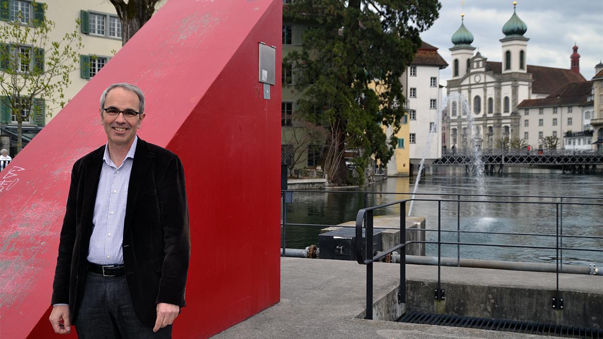 Einer seiner ersten Vorstösse hat den Mühleplatz autofrei gemacht. Seither führt Beat Züsli Journalisten gerne hierhin. Früher wohnte Züsli auch am Mühleplatz.