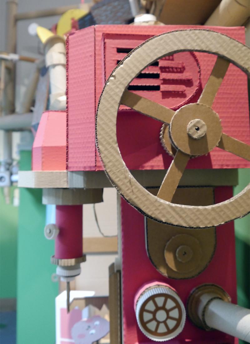 Eine der psychedelischen Kartonwesen von Seico im historischen Museum (Bild: Jutta Galizia).