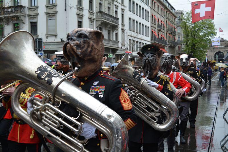 Die Rüssgusler aus Ebikon sorgten für gute Stimmung am ansonsten von Marschmusik geprägten Sächsilüüte.
