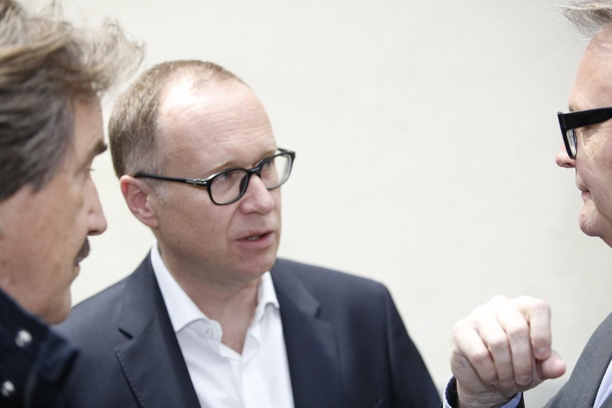 Hat am besten von allen elf Stadtratskandidaten abgeschnitten: Martin Merki, hier im Gespräch mit Stefan Roth.