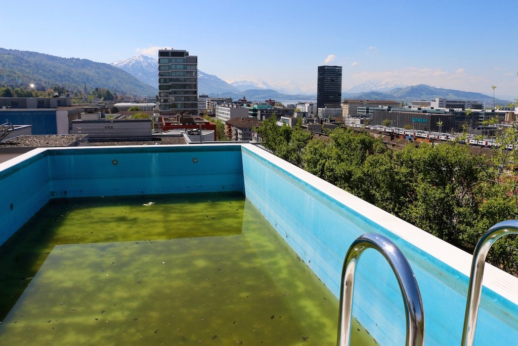 Tatsächlich. Hier gibt es wirklich einen Pool. Und auch wenn es nicht das hübscheste Exemplar ist: Wir sind beeindruckt.