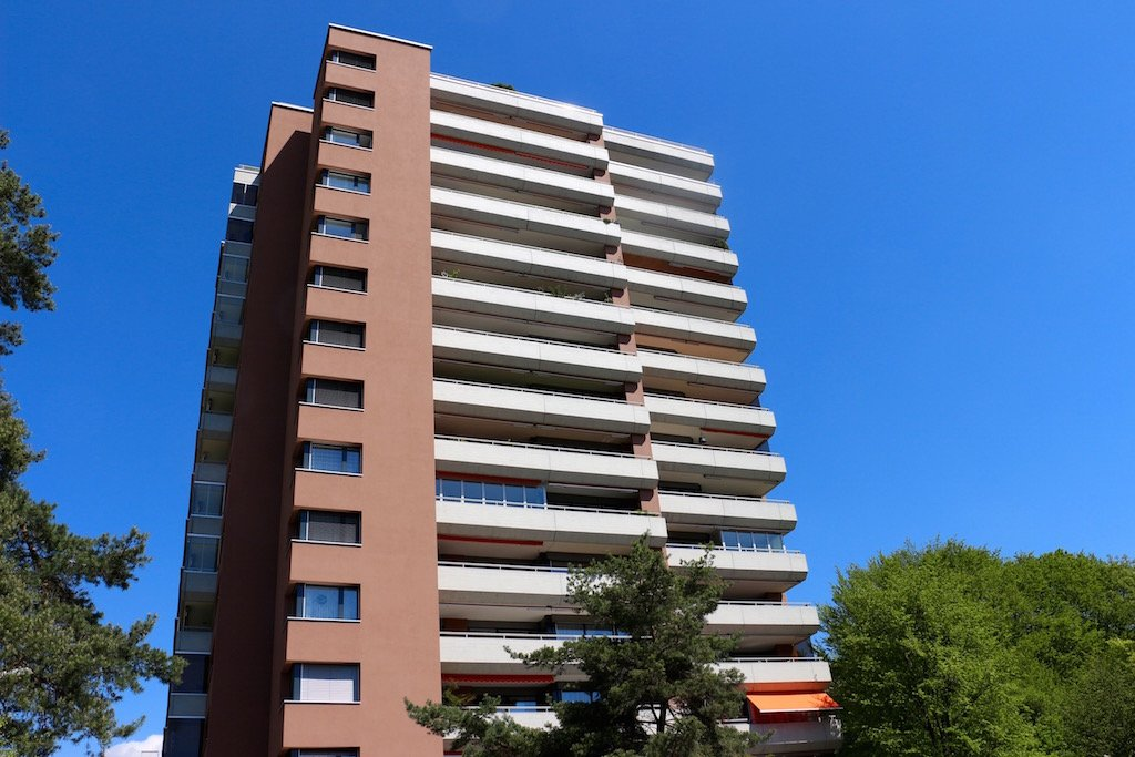 Das Hochhaus im Hertiquartier bietet für Nichtmieter kaum Aussicht.