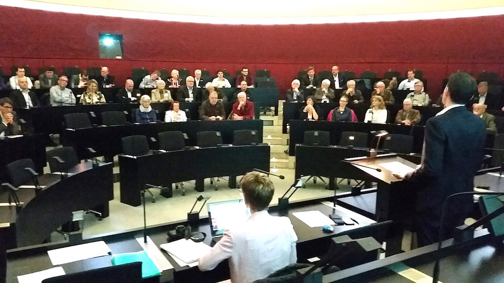 Rund 60 FDP-Mitglieder fanden sich am Dienstagabend zur Parolenfassung im Kantonsratssaal ein.