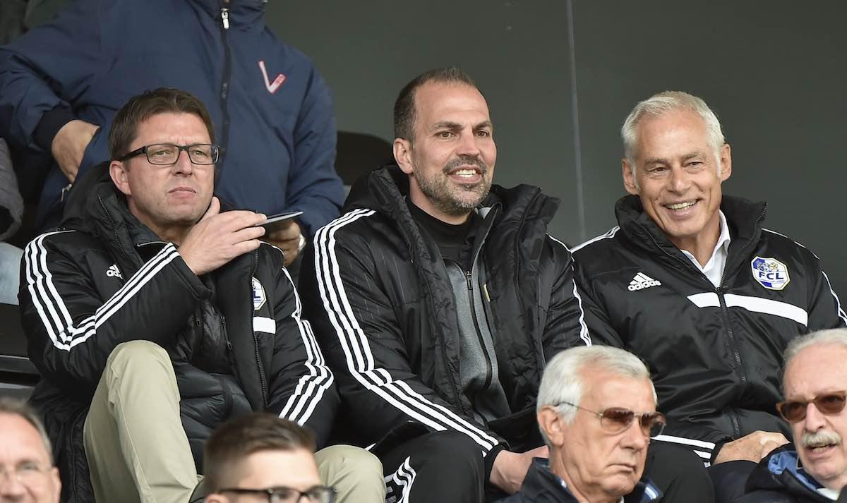 Das Führungstrio des FCL auf der Tribüne im Spiel gegen den FC Lugano. Der neue Sportkoordinator Remo Gaugler (von links), Trainer Markus Babbel und der geschäftsführende Präsident Ruedi Stäger. Babbel musste bekanntlich zwei Spielsperren absitzen.