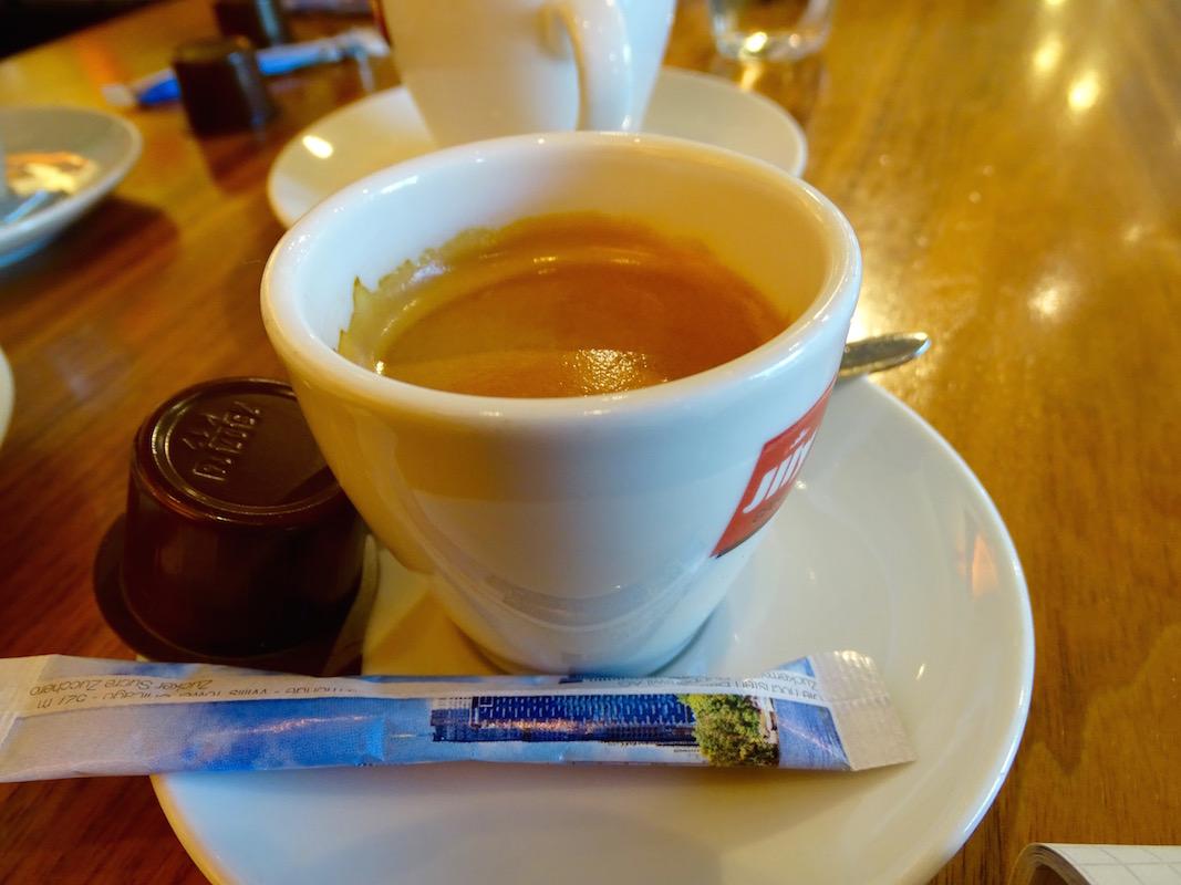 «Mainstream», aber durchaus trinkbar, findet der Experte zum Espresso im Café Bossard.