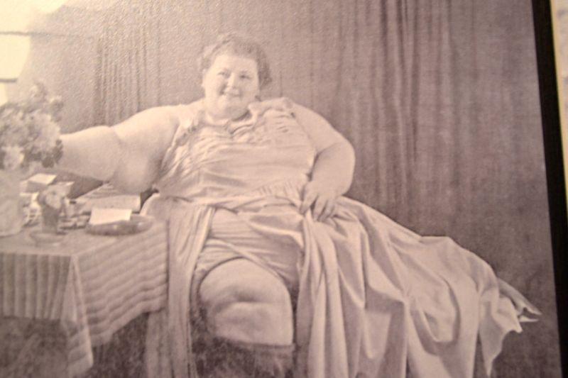 Paula Gostelli-Sonderegger (1910-1972) trat beim legendären Schaubuden-Besitzer Pius Buser unter dem Künstlernamen «Dicke Berta» auf.