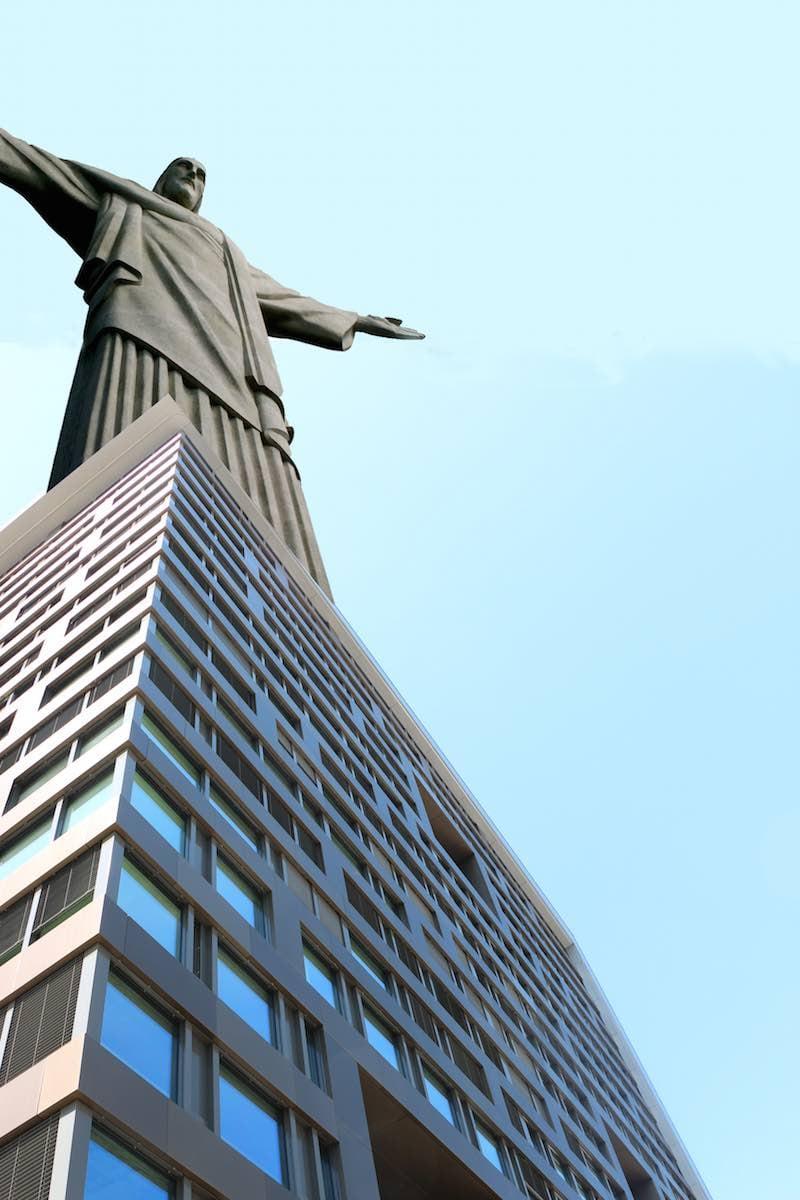 Das Uptown-Gebäude wäre noch viel schöner, würde man damit auch gleich Jesus huldigen. Und Touristen würde die Attraktion zudem en masse anlocken.