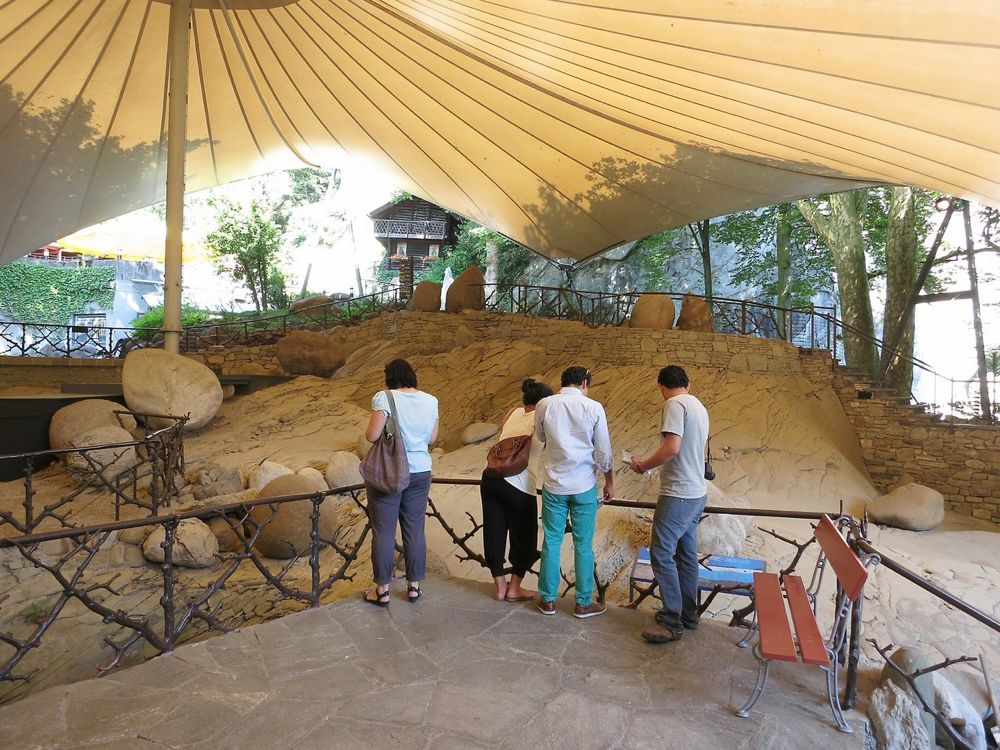 Der Gletschergarten ist ein Besuchermagnet seit 1873. Damals fand die Familie Amrein-Troller bei Bauarbeiten für einen Weinkeller die «Gletschertöpfe» unter ihrem Haus, die später freigelegt wurden.