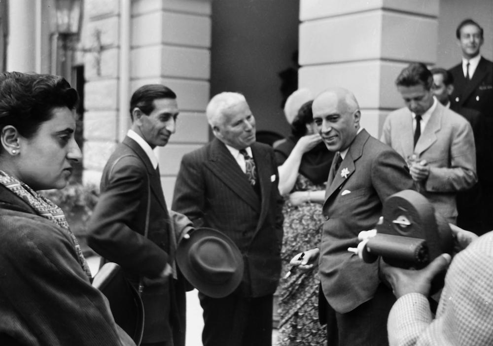 Indira Gandhi, Charlie Chaplin und der indische Premierminister Jawaharlal Nehru 1953 auf dem Bürgenstock. (Bild: zvg)