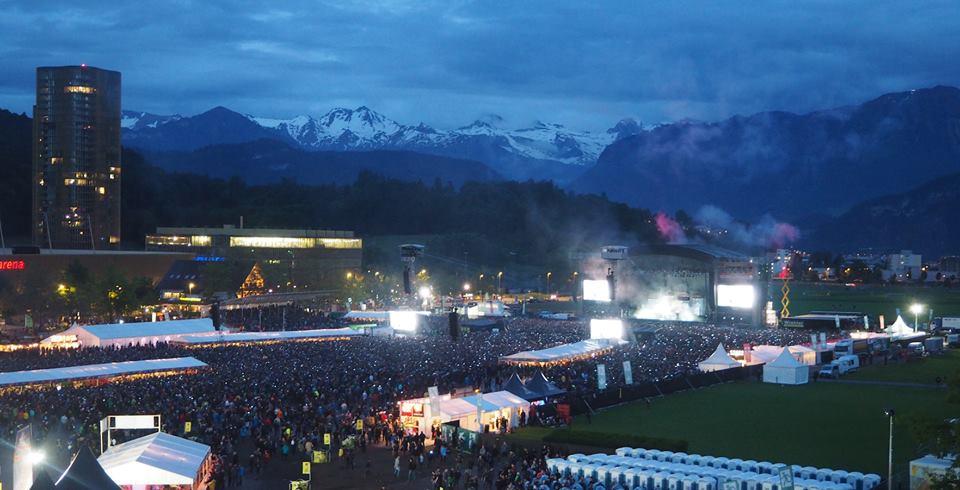 Der Himmel war einigermassen klar, als Rammstein auf der Allmend spielten (Bild: zvg).