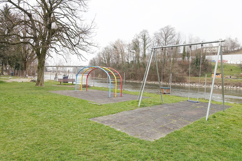 Der Reusszopf heute: Der Spielplatz ist veraltet, die Gestaltung lieblos. (Bild: jwy)