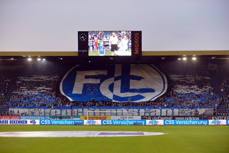 Am letzten Spiel der Saison gegen den FC Sion vom 25. Mai zeigen die FCL-Stehplatzfans unter Regie des USL-Fanclubs nochmals Flagge.