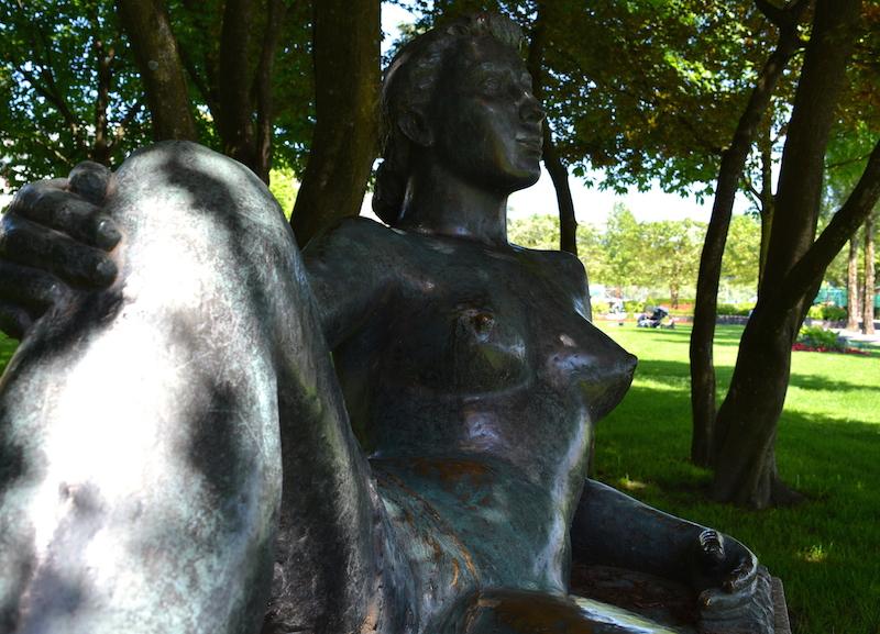 «Die Liegende» am Carl-Spitteler-Quai. (Bild: jav)