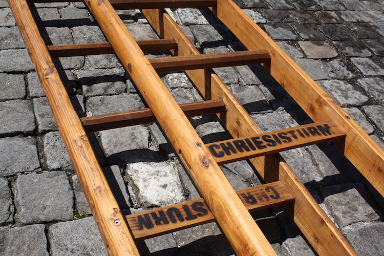 Die Leitern sind das wichtigste Utensil am Zuger Chriesisturm.