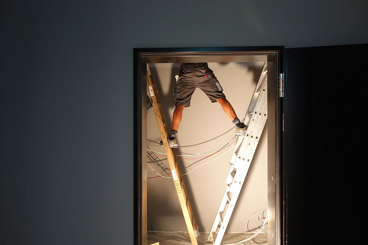 Es wird noch an allen Ecken und Enden gearbeitet im Bau 745. (Bild: jwy)