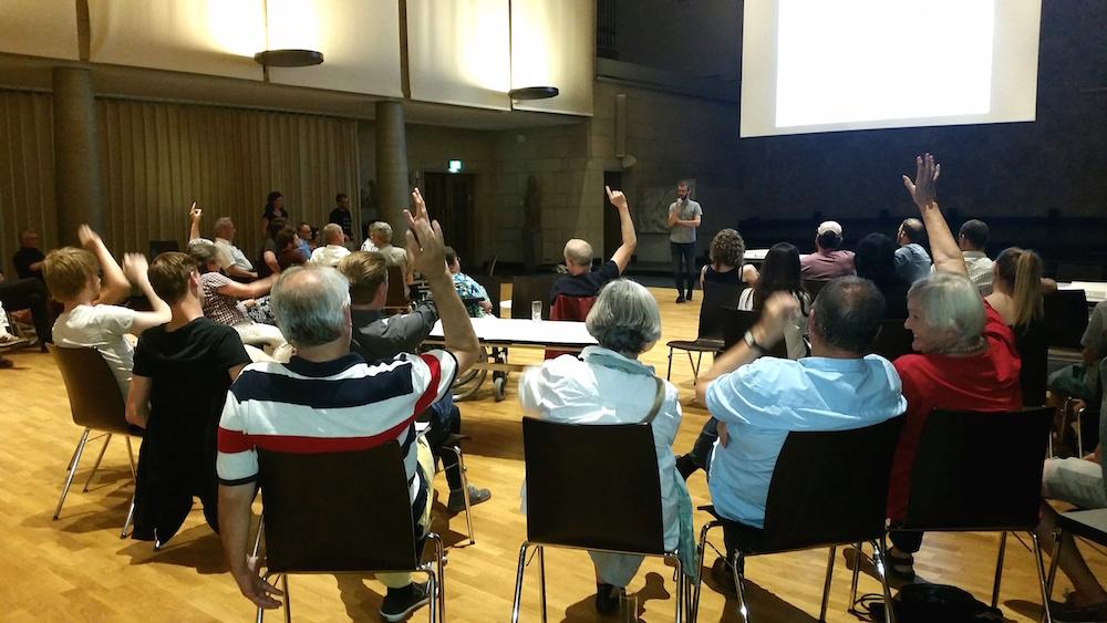 Abstimmung über die Frage: Wer glaubt nicht mehr an die Salle Modulable? Offenbar fast alle.