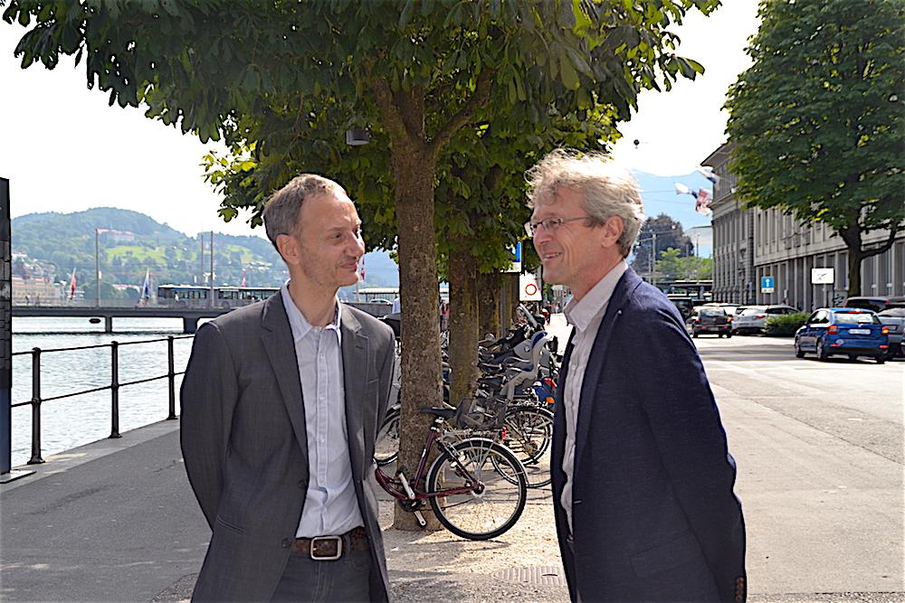 Stefan Koepfli vom Siegerteam (links) und Stadtrat Adrian Borgula sind sich einig: Die Bahnhofstrasse hat Potenzial.