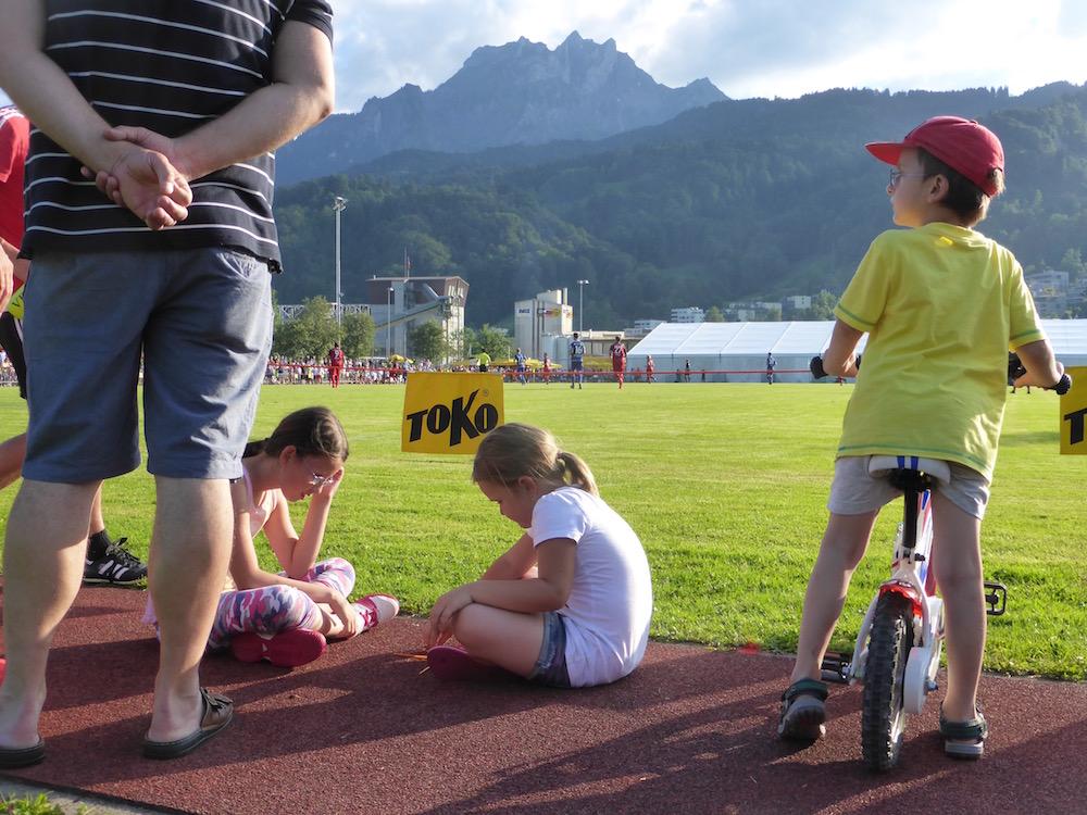 Direkt mit dem Velo an den Spielfeldrand, um dem FCL zuzuschauen – gibt's nur an Testspielen.