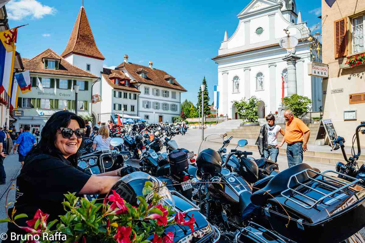 Harley-Davison-Fans kamen am Samstag in Sempach voll auf ihre Kosten. Die Biker und ihre Bräute nahmen mit ihren heissen Maschinen das Städtchen in Beschlag.