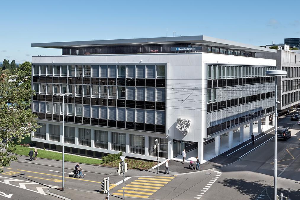 Zeitlos modern: Der Hauptsitz der Zuger Kantonalbank am Postplatz. Eröffnet 1958, Architekten Alfons Wiederkehr und Leo Hafner.