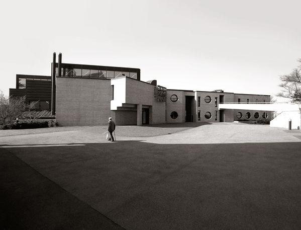 Gebäude mit Idee dahinter: Das Kirchen- und Begegnungszentrum Chilematt in Steinhausen wird von zwei Konfessionen benutzt. Baujahr: 1979-1981, Architekt Ernst Gysel.